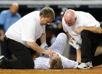 Yankees' Headley hit in face by pitch