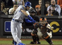 Hosmer, Royals agree on two-year deal