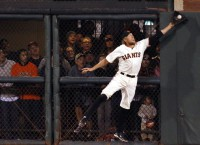 Giants knock out Nats behind wild pitch, clutch plays