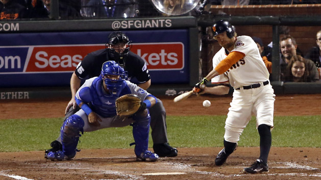 Pence stays hot as Giants take Game 4 of Fall Classic