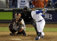 Royals even World Series with 7-2 rout of Giants