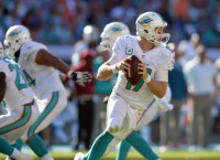 Dolphins' Tannehill signs extension through 2020