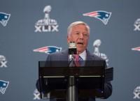 SB XLIX: Kraft defends coach, QB