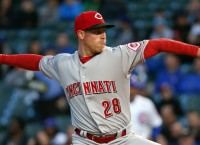 DeSclafani, Reds even series with Cubs