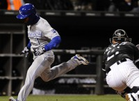 Royals edge White Sox in extras