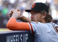 Pence's return gives Giants a crowded outfield