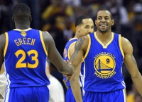 Warriors dominate Cavs to even Finals at 2-2