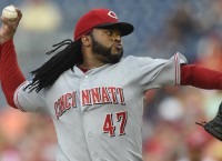 Reds trade RHP Cueto to Royals