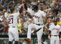Astros sweep Royals behind seventh-inning rally